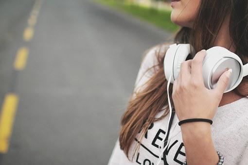 jeune fille, musique, casque d'écoute